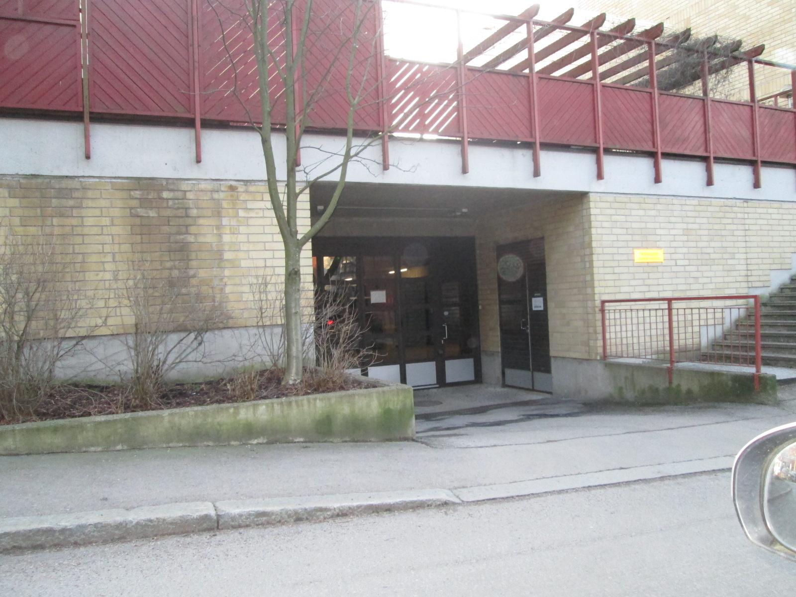 Autohallipaikka12,5 m² Leiviskätie 2, Lassila, Helsinki.  12 500 €